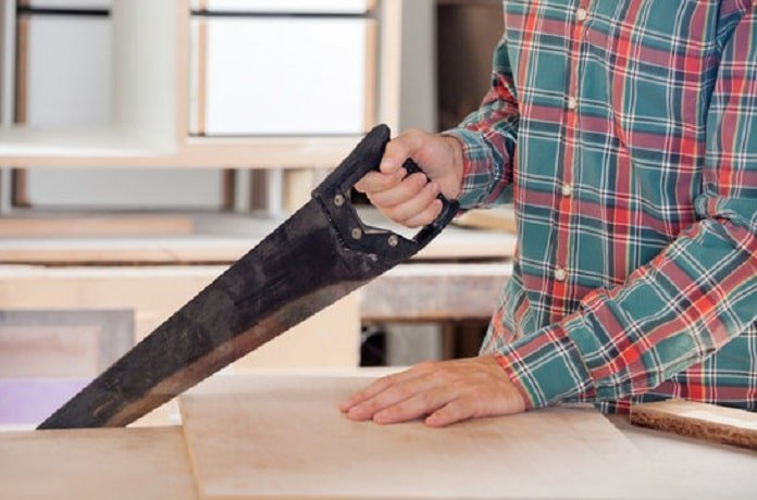 How To Cut Wood Straight With A Handsaw